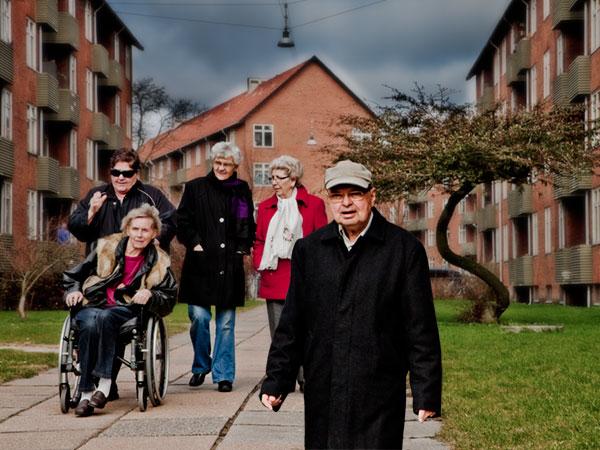 Gruppebillede af nogle af 3B boligforeningens ældre beboere.